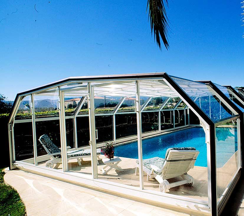 Construcción de piscinas con accesorios