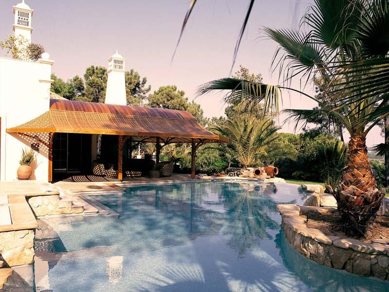 Construcción de piscinas con hormigón en Roquetas de Mar